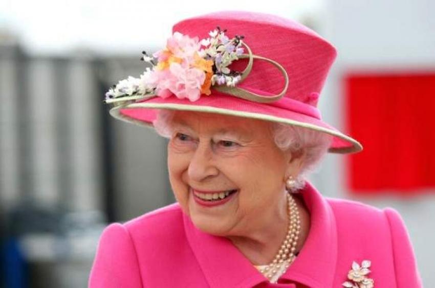 الملكة إليزابيث تكسر البروتوكول الملكي في عيد الميلاد!
