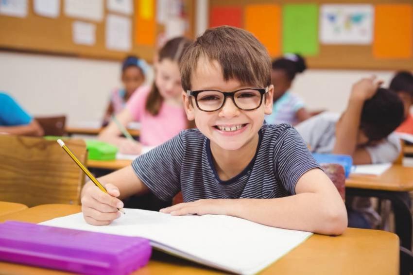 مع بداية العام الدراسي الجديد.. كيف تؤهلين طفلك لاستقبال المدرسة براحة؟