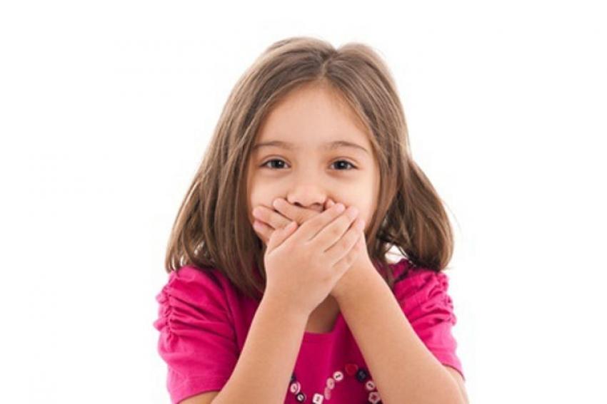 ما أسباب رائحة الفم الكريهة لدى الأطفال؟