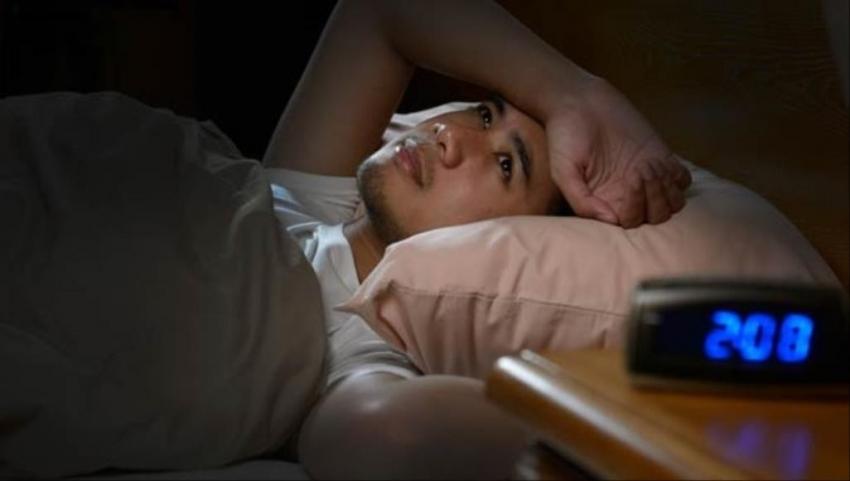 قلة النوم تقلل هرمون الذكورة لدى الرجل وتضعف عضلاته