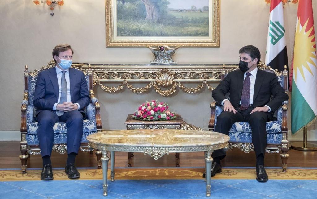 رئيس إقليم كوردستان والسفير البريطاني يبحثان حل الملفات العالقة مع بغداد