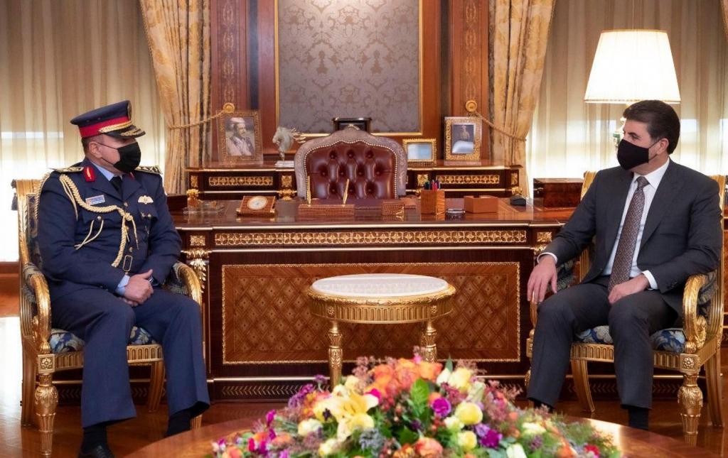 رئيس إقليم كوردستان يؤكد على دور الجيش العراقي بحماية البلد والدفاع عنه