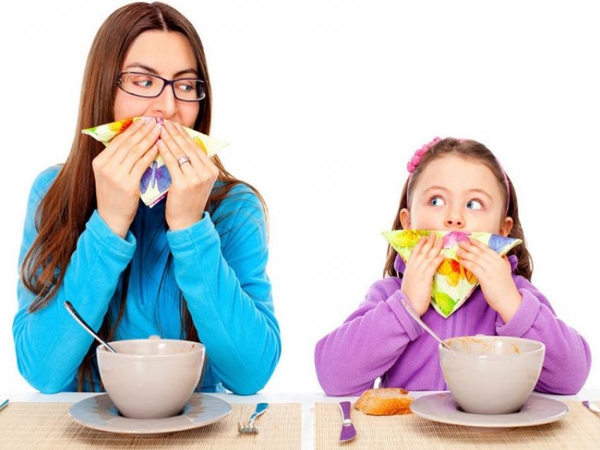 علمي طفلكِ إتيكيت تناول الطعام