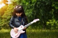 الأمور التي يحتاج الأطفال لتعلمها لعيش حياة سعيدة مستقبلًا